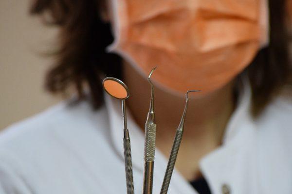 Dlaczego warto wybrać renomowanego stomatologa?